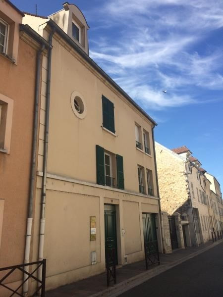 Location local commercial Poissy 377€ HT/HC - Photo 1