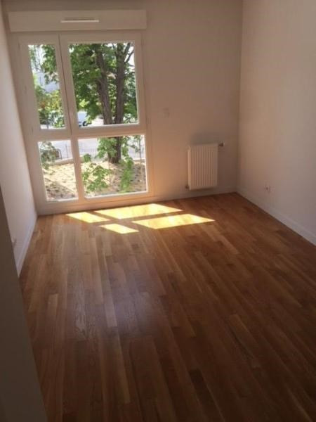 Rental apartment Bron 790€ CC - Picture 1