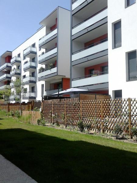 Rental apartment Lyon 8ème 406€ CC - Picture 1