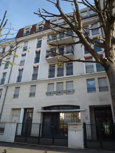 Location appartement Le raincy 890€ CC - Photo 1