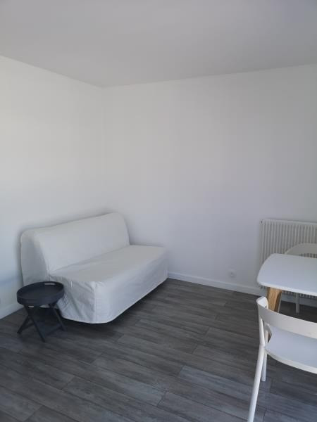 Location appartement Paris 10ème 835€ CC - Photo 2
