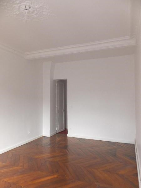 Location appartement Paris 9ème 2 410€ CC - Photo 6