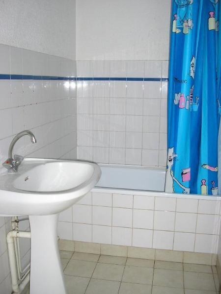 Rental apartment Montreal la cluse 480€ CC - Picture 2