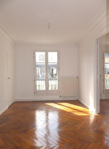 Location appartement Paris 9ème 2 410€ CC - Photo 2