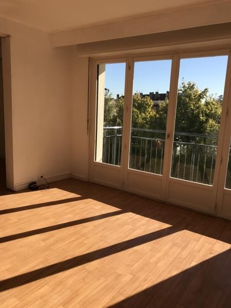 Rental apartment Villepreux 940€ CC - Picture 1