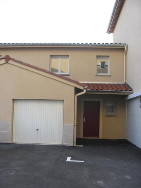 Location maison / villa Belleville 885€ CC - Photo 1
