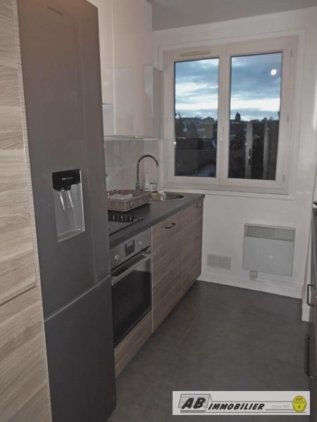 Rental apartment St cyr l ecole 980€ CC - Picture 3
