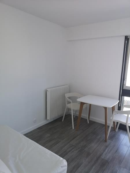 Location appartement Paris 10ème 835€ CC - Photo 1