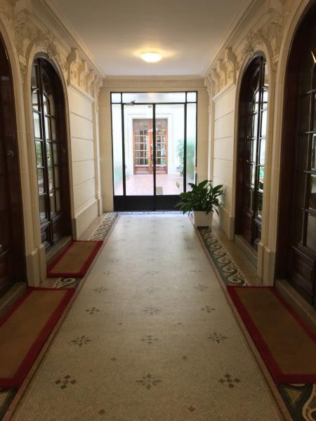 Rental apartment Paris 9ème 3686€ CC - Picture 2