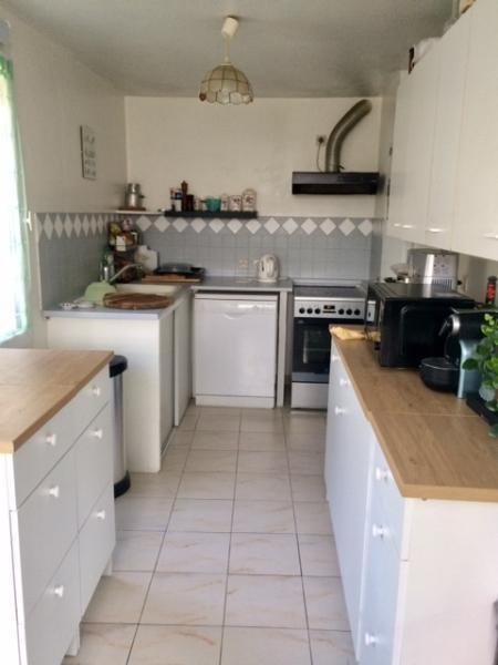 Rental apartment Fuveau 720€ CC - Picture 1