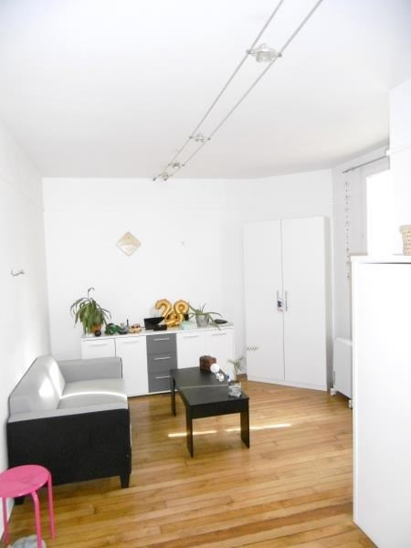 Rental apartment Levallois 850€ CC - Picture 1
