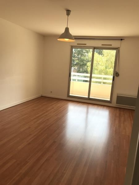 Locação apartamento Tassin 955€ CC - Fotografia 4