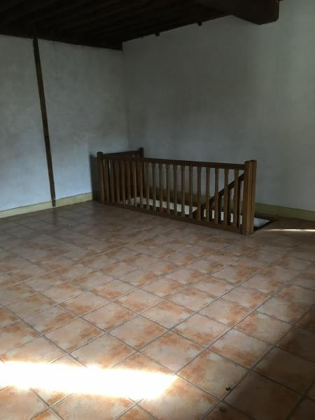 Location appartement Assieu 800€ CC - Photo 4