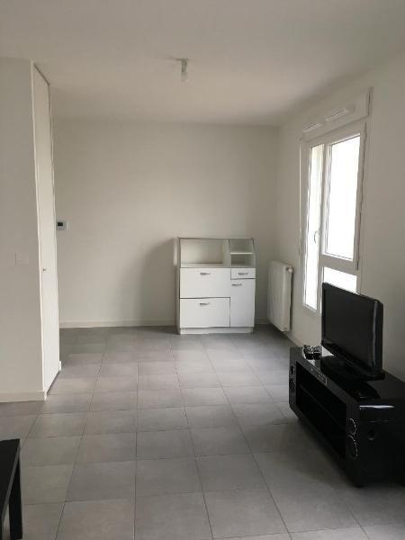 Rental apartment Vaulx en velin 538€ CC - Picture 1