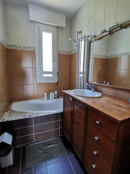 Location appartement Charbonnieres les bains 1750€ CC - Photo 5