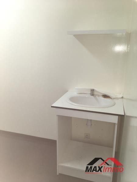 Location local commercial Le tampon 600€ HT/HC - Photo 3