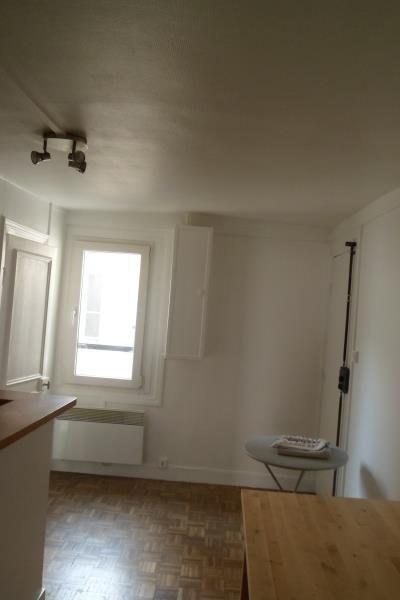 Rental apartment Paris 10ème 976€ CC - Picture 3