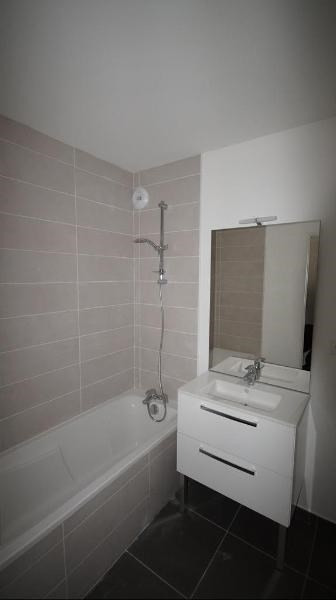 Location appartement Lyon 8ème 940€ CC - Photo 5