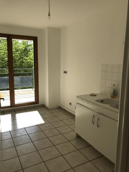 Rental apartment Villeurbanne 849€ CC - Picture 3