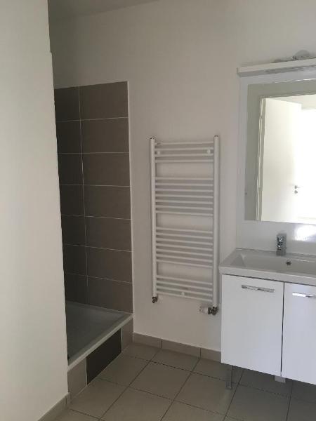 Rental apartment Vaulx en velin 647€ CC - Picture 6