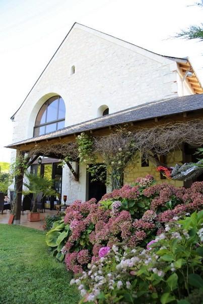 Deluxe sale house / villa Angers 30 mn est 350000€ - Picture 1
