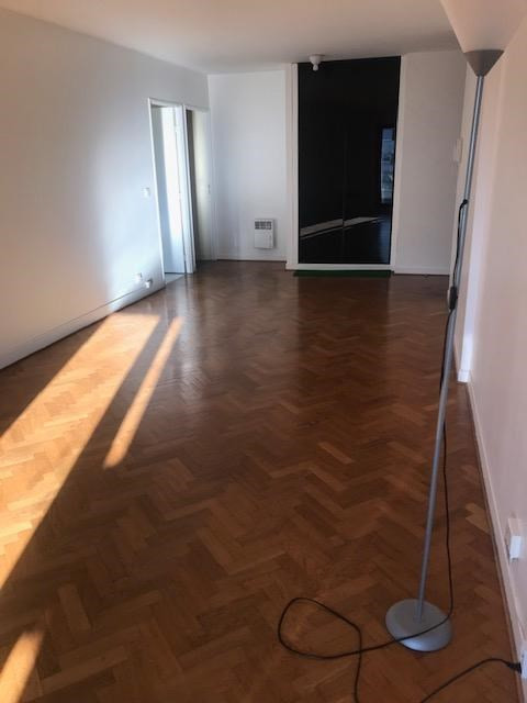 Location appartement Paris 15ème 1 957€ CC - Photo 2