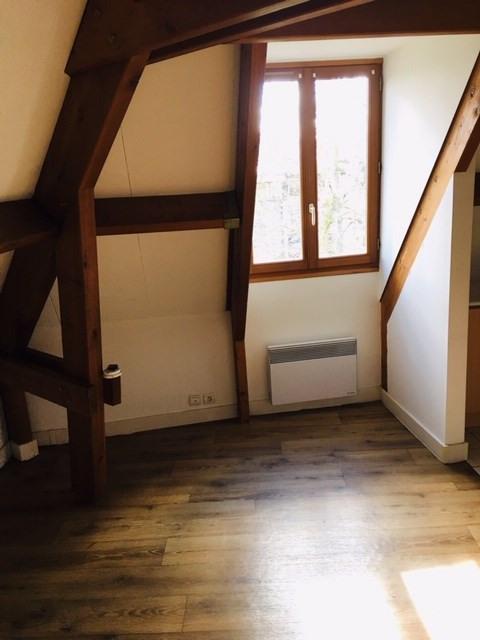 Rental apartment Crosne 684€ CC - Picture 1