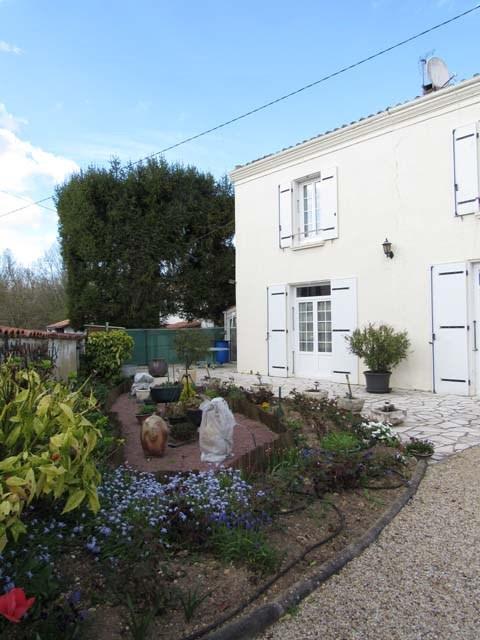 Vente maison / villa Saint jean d'angely 111750€ - Photo 3