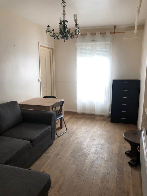 Location appartement Paris 10ème 1 100€ CC - Photo 2