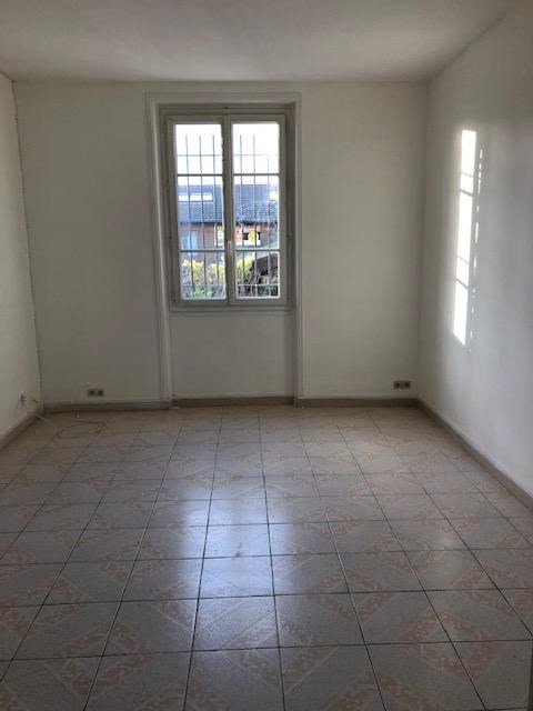 Location appartement Saint germain en laye 1 060€ CC - Photo 2
