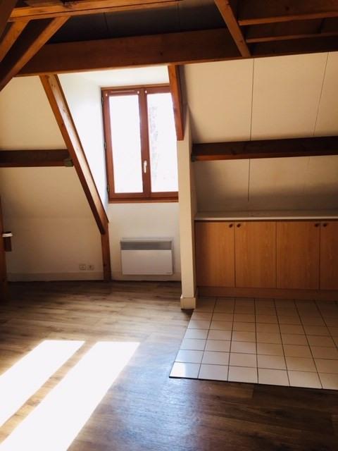 Rental apartment Crosne 693€ CC - Picture 1