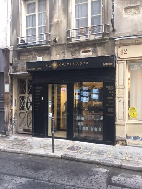 Rental empty room/storage Paris 3ème 2500€ CC - Picture 1