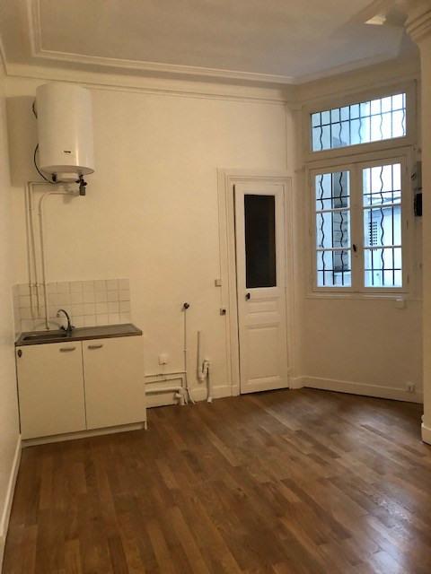 Location appartement Paris 14ème 570€ CC - Photo 2