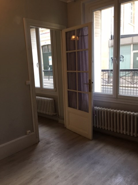 Location appartement Paris 18ème 849€ CC - Photo 4