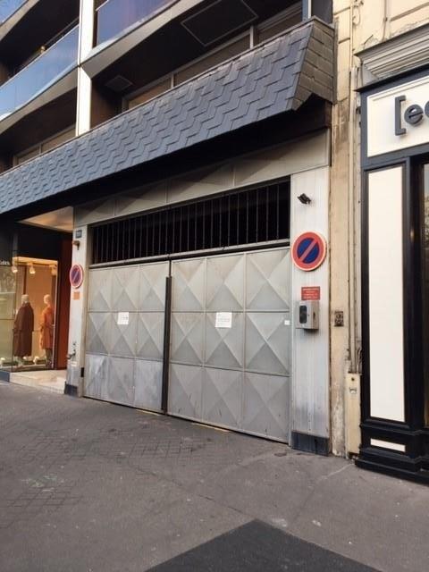 Rental parking spaces Paris 6ème 200€ CC - Picture 1