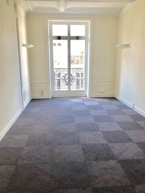 Rental office Paris 8ème 15 333€ HC - Picture 4