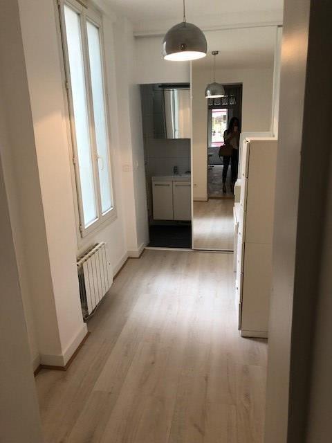 Location appartement Paris 18ème 1014€ CC - Photo 3
