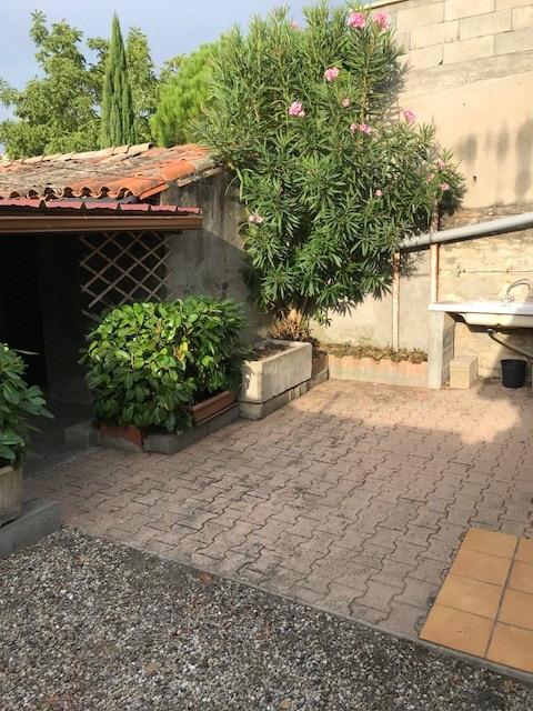 Quartier résidentiel maison avec jardin