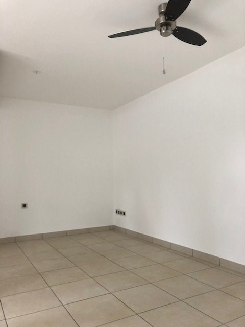 Location appartement Ste suzanne 750€ CC - Photo 2