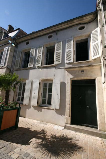 Sale house / villa Saint-jean-d'angély 143 250€ - Picture 1