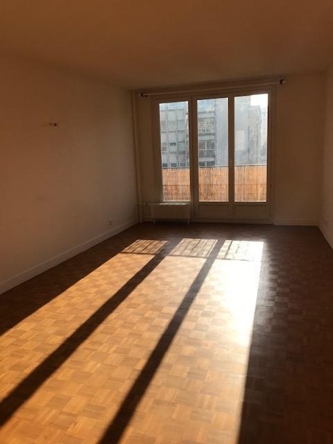 Rental apartment Paris 15ème 2090€ CC - Picture 1