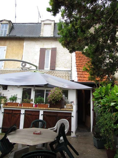 Sale house / villa Saint-jean-d'angély 199 280€ - Picture 1