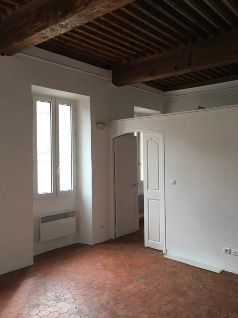 Rental apartment Lambesc 530€ CC - Picture 1
