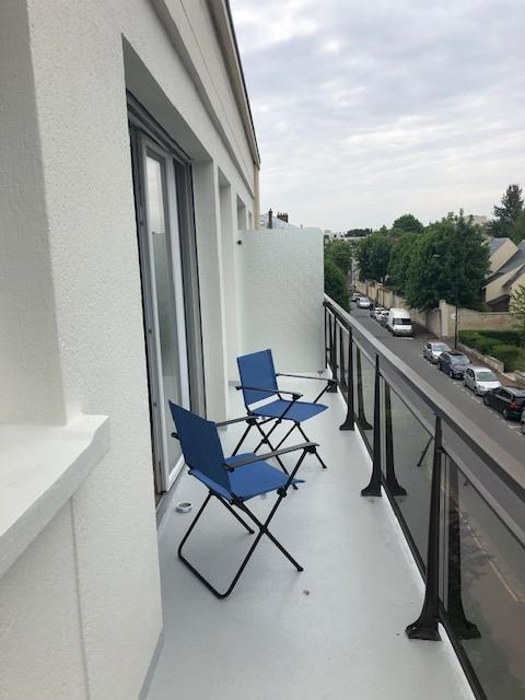 Rental apartment Saint germain en laye 888€ CC - Picture 1