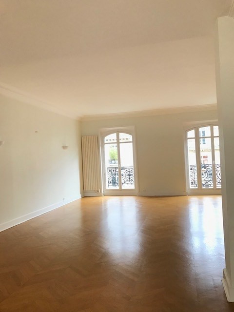 Rental apartment Paris 8ème 5 620€ CC - Picture 3