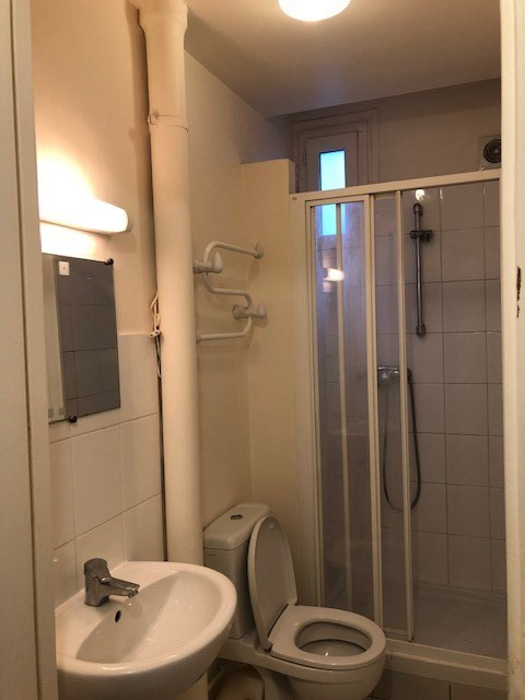 Locação apartamento Paris 18ème 769€ CC - Fotografia 3