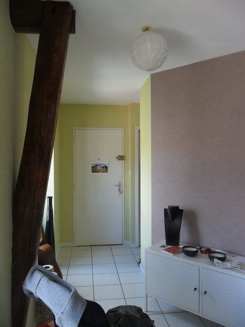 Location appartement Saint-genest-lerpt 561€ CC - Photo 3