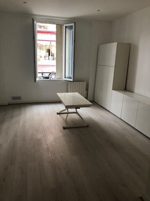Location appartement Paris 18ème 1014€ CC - Photo 1