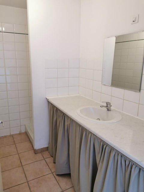 Location appartement Calas 840€ CC - Photo 6