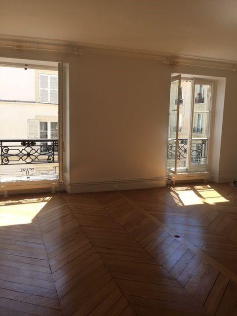 Rental apartment Paris 7ème 2800€ CC - Picture 2